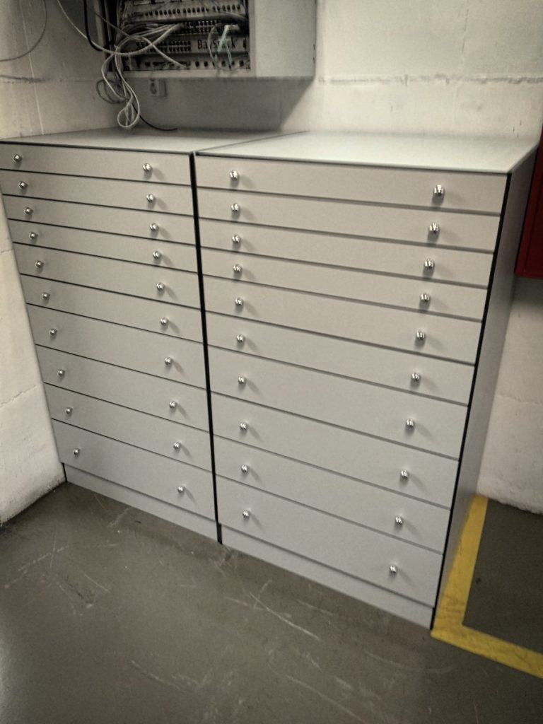 armarios especiales fenólico armario medio a medida en fenólico