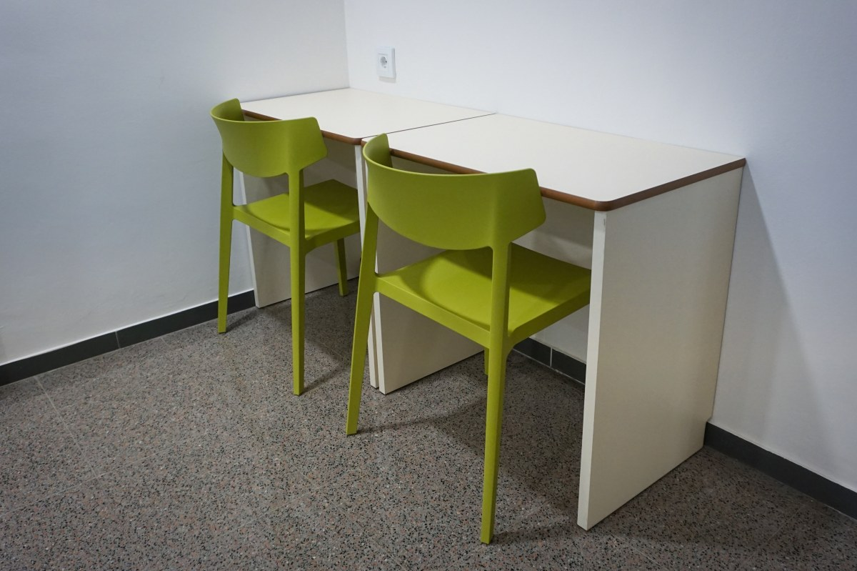 sillas colectividades actiu escritorio colores vivos polipropileno lavables escritorio